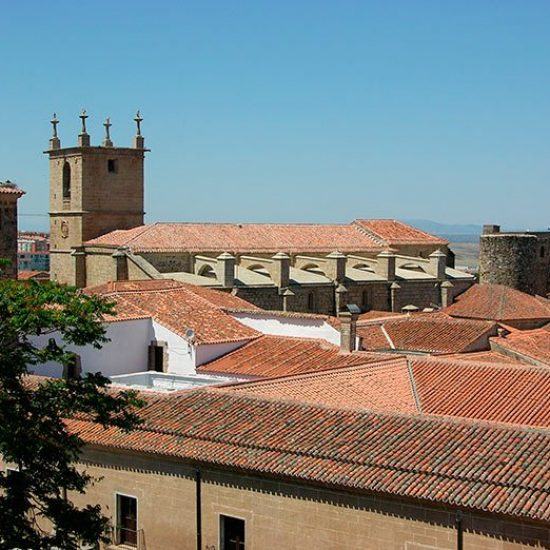 caceres-1203916_1280